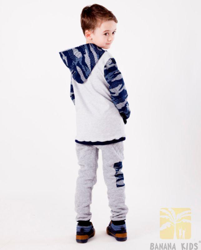 chłopczyk w bluzie